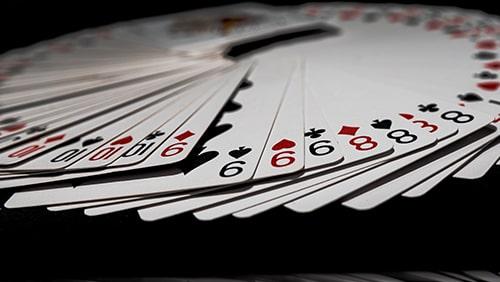 Bagaimana bermain Rummy dapat meningkatkan permainan poker Anda
