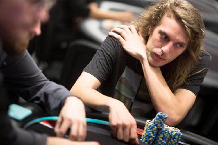 'Giraf' Kembali Ke Lima Besar Poker Online, Memimpin Peringkat Riser