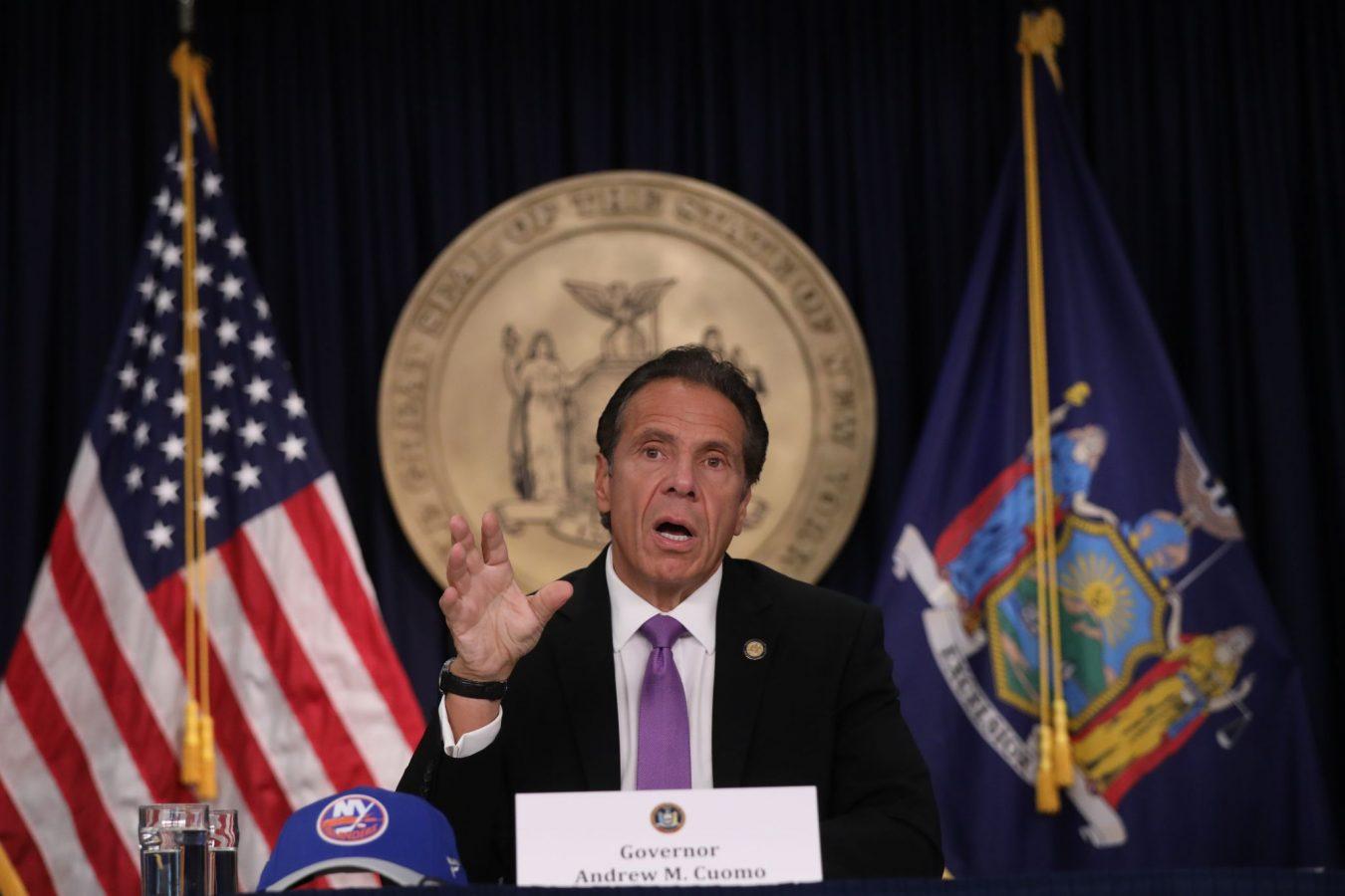 Mantan staf Cuomo berkata gubernur memintanya bermain strip poker, mengganggunya